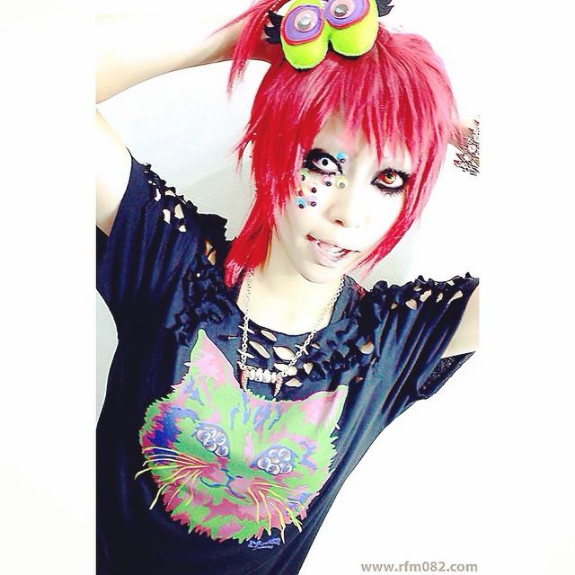 MANY EYES CAT Tシャツ Model:SAKANAchan リフレッシュメント トイaa 2011
