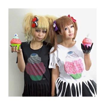 refreshmenttoy_creepy_cupcakes_Tシャツモデル